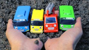 Learn Colors & Animal Names with Tayo the Little Bus Toys in the Sand for Children