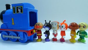 Anpanman go into the Spo Spo Thomas!Anpanman's face changes!for kids!yupyon