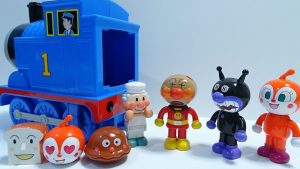 Anpanman turns into Baikinman!Go into the Spo Spo Thomas!for kids!yupyon
