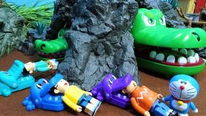 Doraemon gnawed by Gabu Gabu crocodiles!Hidden in the crocodile cave!for kids!yupyon