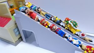 Doraemon takes the escalator!Anpanman,Minion go into the Nobita's desk Spo Spo!for kids!yupyon