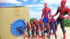 Various Size of Spiderman Go into the Box! Fight against a enemy