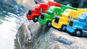 Disney Cars Mack Truck Falling in Water - Learn Colors & Numbers with Lightning McQueen Toy for Kids