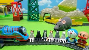 Thomas,Doraemon and Anpanman escape from big mouse with cats!for kids!yupyon