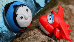 Learn Colors with Thomas and Super Wings - Thomas the Tank Engine Rail Rollers Toy falls in Water