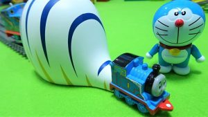 Thomas go into the Doraemon's Gulliver tunnel!Doraemon's Secret tool!for kids!yupyon
