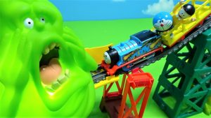 Thomas and Doraemon clash Slimer!Angry Slimer!for kids!yupyon
