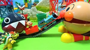 Thomas and Anpanman go into Spo Spo Anpanman and escape from Chomp!!for kids!yupyon