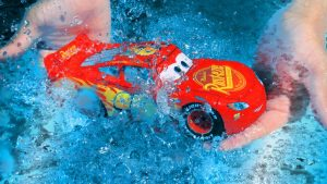 Disney Cars Lightning McQueen and Thomas & Friends Train Toys Crossing The River for Children