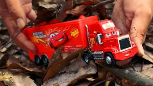 Looking for Disney Cars toy under the Leaf - Learn Colors for kids