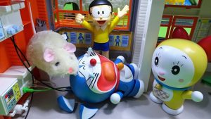 Doraemon's ear was eaten by mouse!Transformed to blue cat type robot ftom golden cat type!yupyon