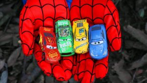 Find Disney Cars under the trees - Learn Colors with Lightning McQueen and Spider-Man Toys for Kids