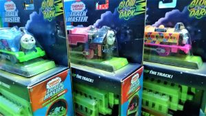 Hyper glow in the dark!Thomas & Friends Trackmaster!Ashima and Nia!yupyon