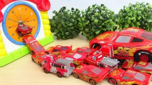 Disney Cars Lightning Mcqueen Drive Into The House Box カーズ 手探りスポスポボックスに侵入