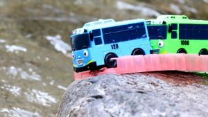 Tayo the Little Bus Falling in Water - Learn colors & Numbers Toy for Children