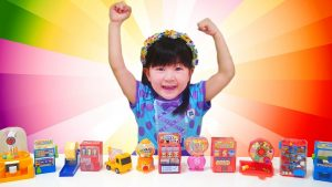 Funny kids A lot of Candy Toys Review with English Children song 大量のお菓子おもちゃで英語の童謡を学ぼう!