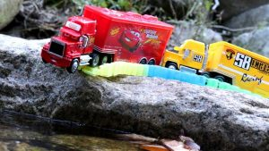 Disney Cars Falling in Water - Learn colors & Numbers Toy for Children